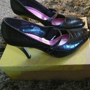 Isaac Mizrahi leather upper Brown Heels w/strap